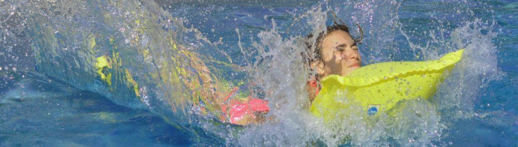 piscine-la-rochelle-dans-eau-bleu