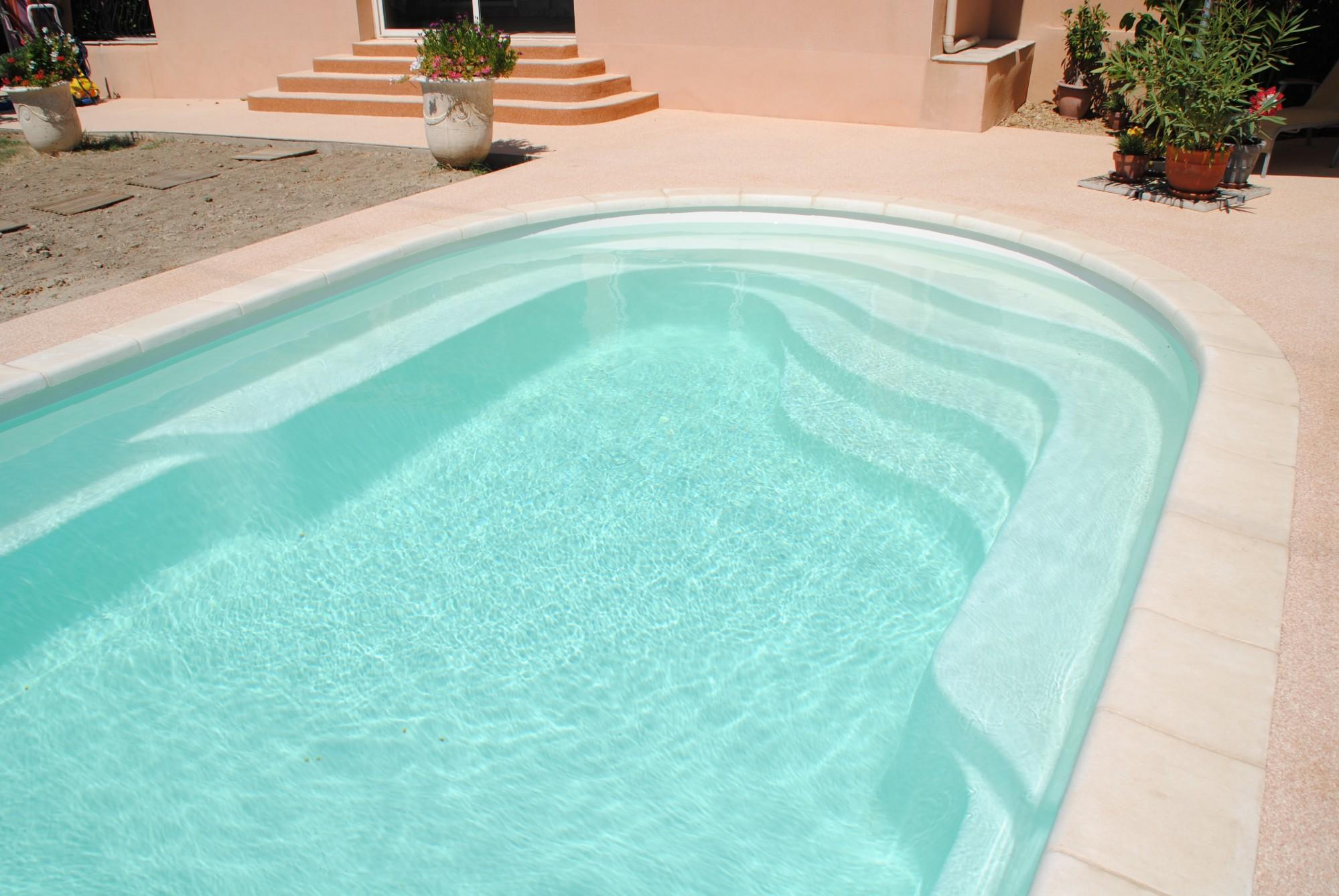 D clic piscines la bonne piscine charente maritime for Piscine coque polyester charente maritime