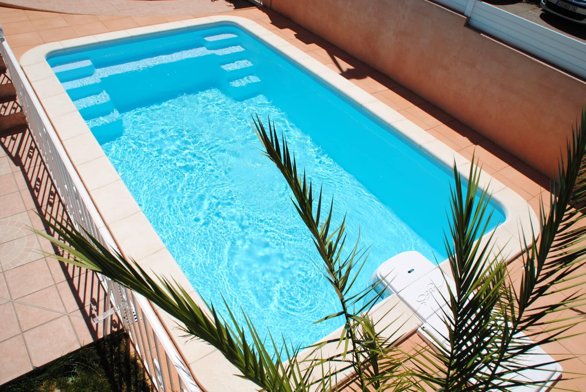 piscine coque 570